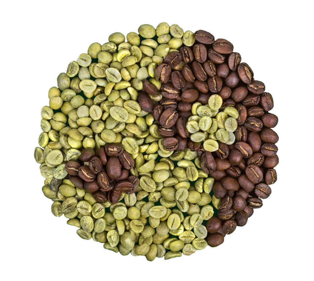 green and roasted coffee beans